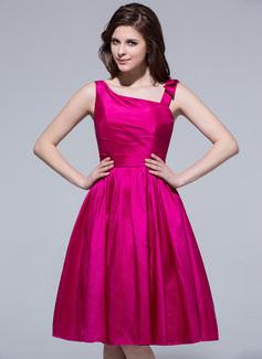 A-Line/Princess Knee-Length Taffeta Bridesmaid Dress With Ruffle Beading