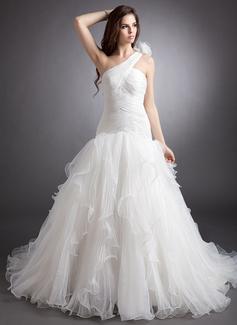 Forme Marquise Encolure asymétrique Traîne chappelle Organza Robe de mariée avec Fleur(s) Robe à volants Plissée