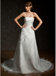 A-Line/Princess Sweetheart Chapel Train Organza Wedding Dress With Ruffle Beading Appliques Lace