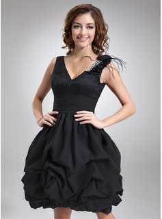 A-Line/Princess V-neck Knee-Length Chiffon Lace Homecoming Dress With Ruffle Beading Feather Flower(s) (022021135)