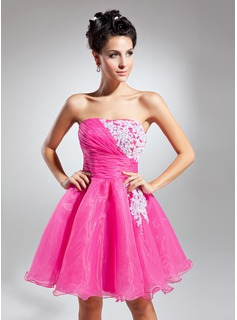 A-Line/Princess Strapless Short/Mini Organza Homecoming Dress With Ruffle Lace (022015078)
