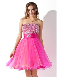 A-Line/Princess Strapless Knee-Length Tulle Charmeuse Homecoming Dress With Ruffle Beading (022010868)