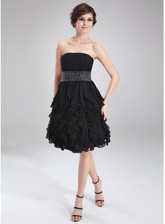 A-Line/Princess Strapless Knee-Length Chiffon Homecoming Dress With Ruffle Beading (022010535)