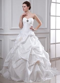 Ball-Gown Sweetheart Chapel Train Taffeta Wedding Dress With Ruffle Beading Flower(s)