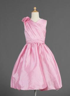 Corte A/Princesa Escote en V Altura de la rodilla Tafetán Vestido para niña de arras con Volantes Flores