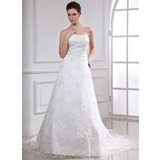 A-Line/Princess Sweetheart Chapel Train Lace Wedding Dress With Beading