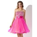 A-Line/Princess Strapless Knee-Length Tulle Homecoming Dress With Ruffle Beading