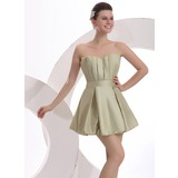 A-Line/Princess Scalloped Neck Short/Mini Cocktail Dress With Ruffle