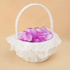 Tyylikäs Flower Basket sisään Satiini & Pitsi jossa Kirjonta