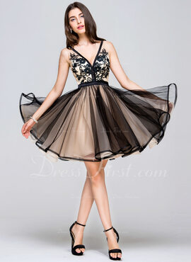 A-linje V-hals Kort/Mini Tyl Homecoming Kjole med Lace