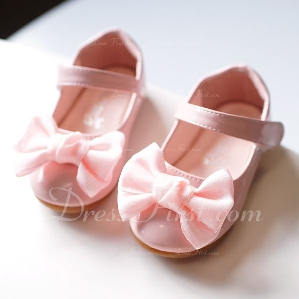 Girls round toe closed toe leatherette flat heel flats flower girl loading zoom mightylinksfo