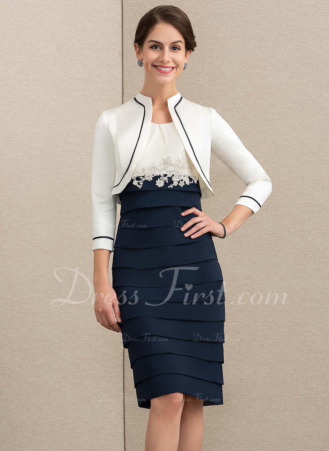 Sheath/Column Scoop Neck Knee-Length Chiffon Mother of the Bride Dress With Appliques Lace