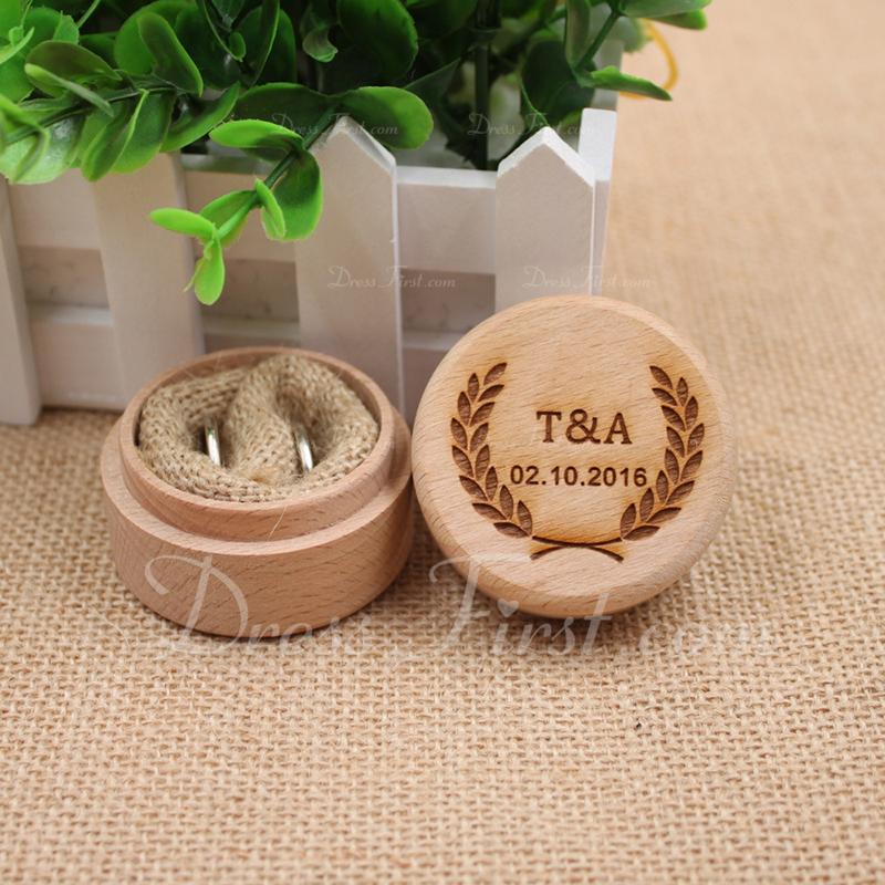 персонализированные Коробка кольца в Дерево
