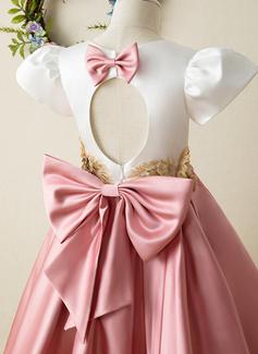 A-Line Knælængde Blomsterpigekjoler - Satin Korte ærmer høj hals