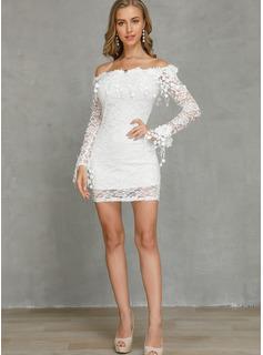 Sobre la rodilla Fuera del hombro Encaje Encaje Mangas Largas Vestidos de moda