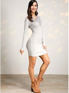 Sobre la rodilla Escote en V poliéster Encaje/Tejido de punto/Sólido Mangas Largas Vestidos de moda