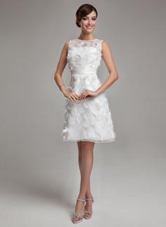 Forme Fourreau Col rond Longueur genou Satiné Organza Robe de mariée avec Feather