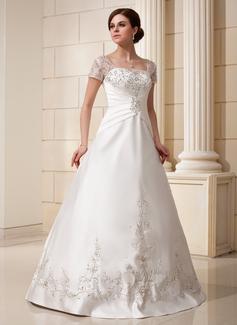 プリンセスライン1 スクエアネック マキシレングス サテン ウエディングドレス とともに 刺繍飾りの ラッフル スパンコール