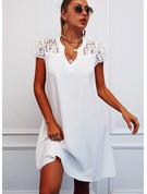 Spets Solid Ihåliga ut Shiftklänningar Korta ärmar Mini Fritids Tunika Modeklänningar