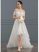 A-Linje Off-shoulder Asymmetrisk Organzapåse Bröllopsklänning med Paljetter