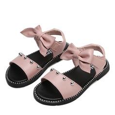 Mädchens Peep Toe Leder Flache Ferse Sandalen Flache Schuhe Blumenmädchen Schuhe mit Bowknot Klettverschluss Niete