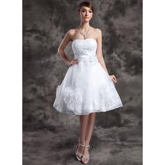 A-linjeformat Hjärtformad Knälång Organzapåse Bröllopsklänning med Spetsar Pärlbrodering Blomma (or)
