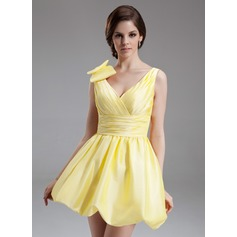 A-Line/Princess V-neck Short/Mini Taffeta Homecoming Dress With Ruffle Bow(s)