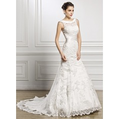 Trumpet/Mermaid Scoop Neck Court Train Lace Wedding Dress With Ruffle