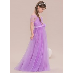 A-formet/Prinsesse Off-the-Shoulder Gulvlengde Tyll Brudepikekjole til tenåringer med Blomst(er)
