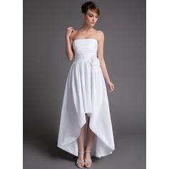 Трапеция/Принцесса Без лямок Асимметричный Тафта Свадебные Платье с Рябь Цветы