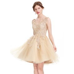 A-Line/Princess V-neck Knee-Length Tulle Homecoming Dress (022127957)