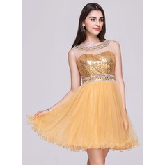 A-Line/Princess Scoop Neck Short/Mini Tulle Sequined Homecoming Dress With Beading (022068033)
