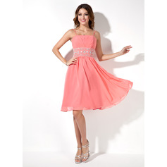 A-Line/Princess Knee-Length Chiffon Homecoming Dress With Ruffle Beading