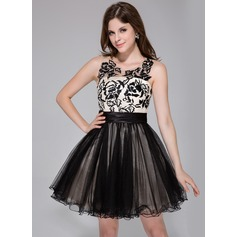 A-Line/Princess Scoop Neck Short/Mini Charmeuse Tulle Homecoming Dress With Ruffle Lace (022027070)