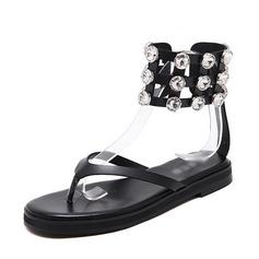 Kvinnor Konstläder Flat Heel Sandaler Platta Skor / Fritidsskor Peep Toe Slingbacks med Nita skor