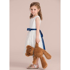 A-Line/Princess Knee-length Flower Girl Dress - Charmeuse/Lace Sleeveless Scoop Neck With Sash/Beading/Bow(s) (Detachable sash) (010132390)