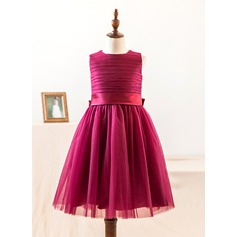 A-Line/Princess Knee-length Flower Girl Dress - Satin/Tulle Sleeveless Scoop Neck With Bow(s) (010104992)