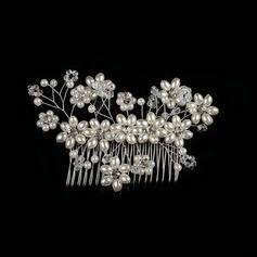 Metalliseos/Valetaskua helmi Kammataan ja baretti jossa Venetsialaine Helmi (Myyty yhtenä palana)