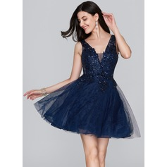 A-Line/Princess V-neck Short/Mini Tulle Homecoming Dress With Sequins (022124867)