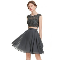 A-Line/Princess Scoop Neck Knee-Length Chiffon Homecoming Dress With Beading Sequins (022127960)
