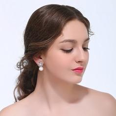 Atractivo La perla de faux Señoras' Pendientes