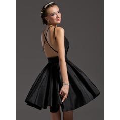 A-Line/Princess V-neck Short/Mini Taffeta Homecoming Dress With Ruffle