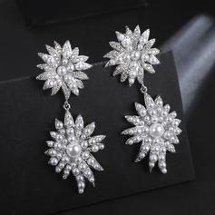 Flower Shaped Zircon Copper With Zircon Women's Fashion Earrings (Sold in a single piece)