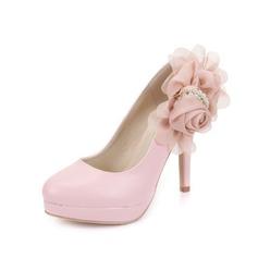 Konstläder Stilettklack Pumps Stängt Toe med Oäkta Pearl Blomma skor