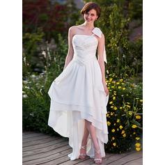 A-linjeformat One-Shoulder Asymmtrisk Chiffong Bröllopsklänning med Rufsar Pärlbrodering Rosett/-er