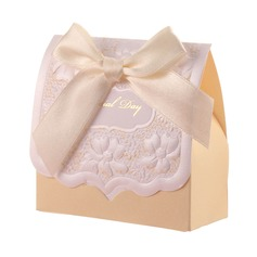 Beautiful Pyramid Favor Boxes With Ribbons (Set of 12)