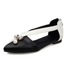 Kvinner Lær Flat Hæl Flate sko Lukket Tå med Rhinestone Imitert Perle sko (086086201)