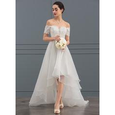 A-linjeformat Off-shoulder Asymmetrisk Organzapåse Bröllopsklänning med Paljetter