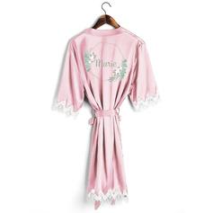Personalizado charmeuse Noiva Dama de honra Mãe Dama de honra júnior Vestes De Renda Roupões Bordados