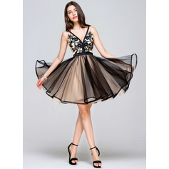 A-Line/Princess V-neck Short/Mini Tulle Prom Dresses With Lace